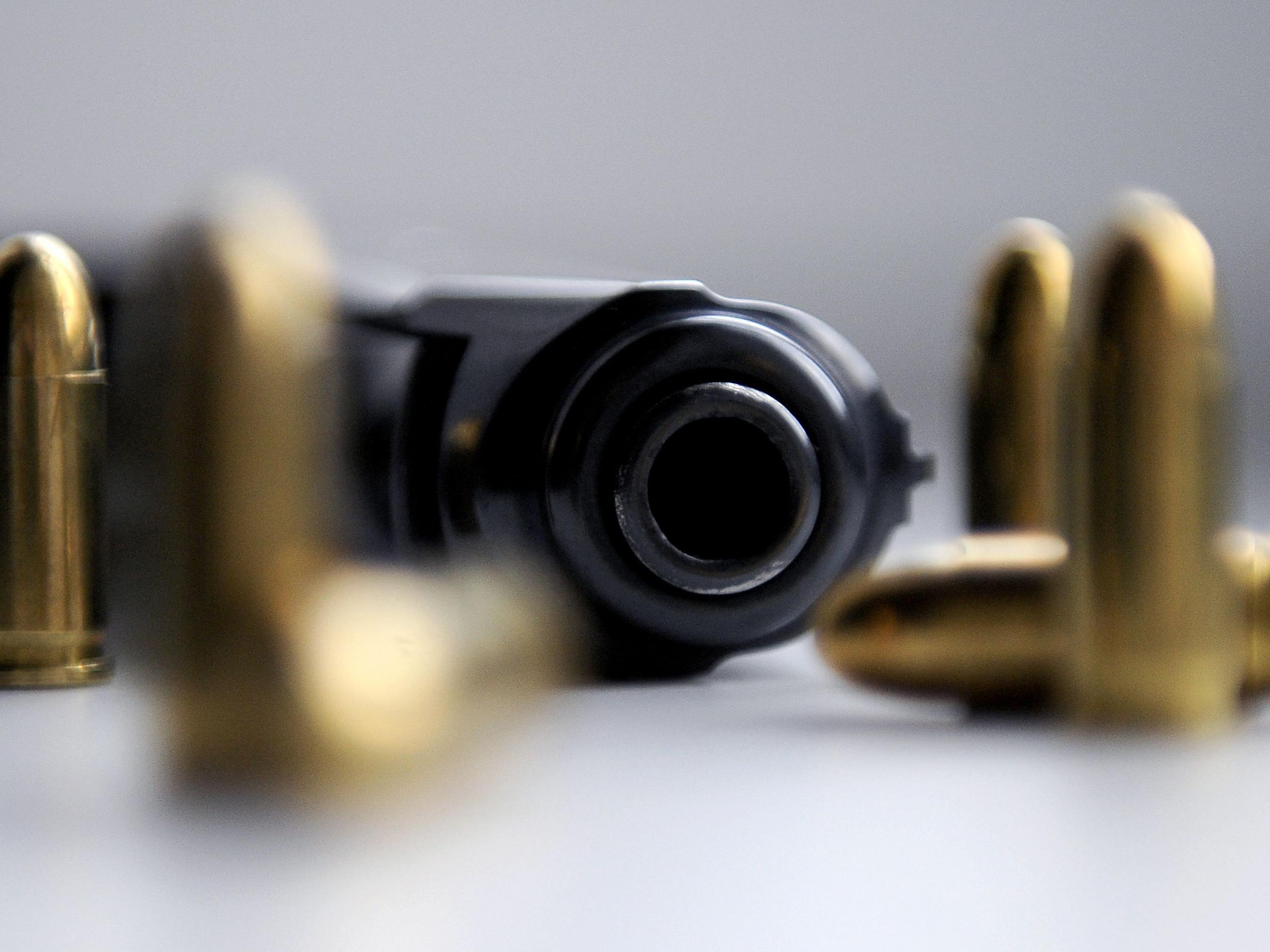 Alkoholisierte schießt sich in Bregenz versehentlich mit Pistole in Kopf - Waffenbesitzer verurteilt.