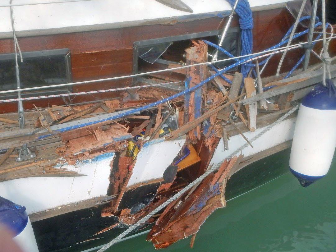 Bei der Kollision mit einem Fahrgastschiff wurde niemand verletzt.