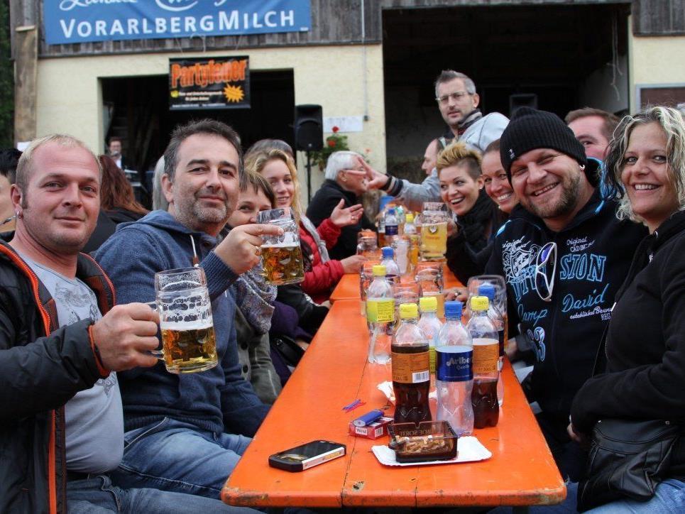 Ausgelassen war die Stimmung beim Hof- und Kartoffelfest am Kirchplatz 7 in Frastanz.
