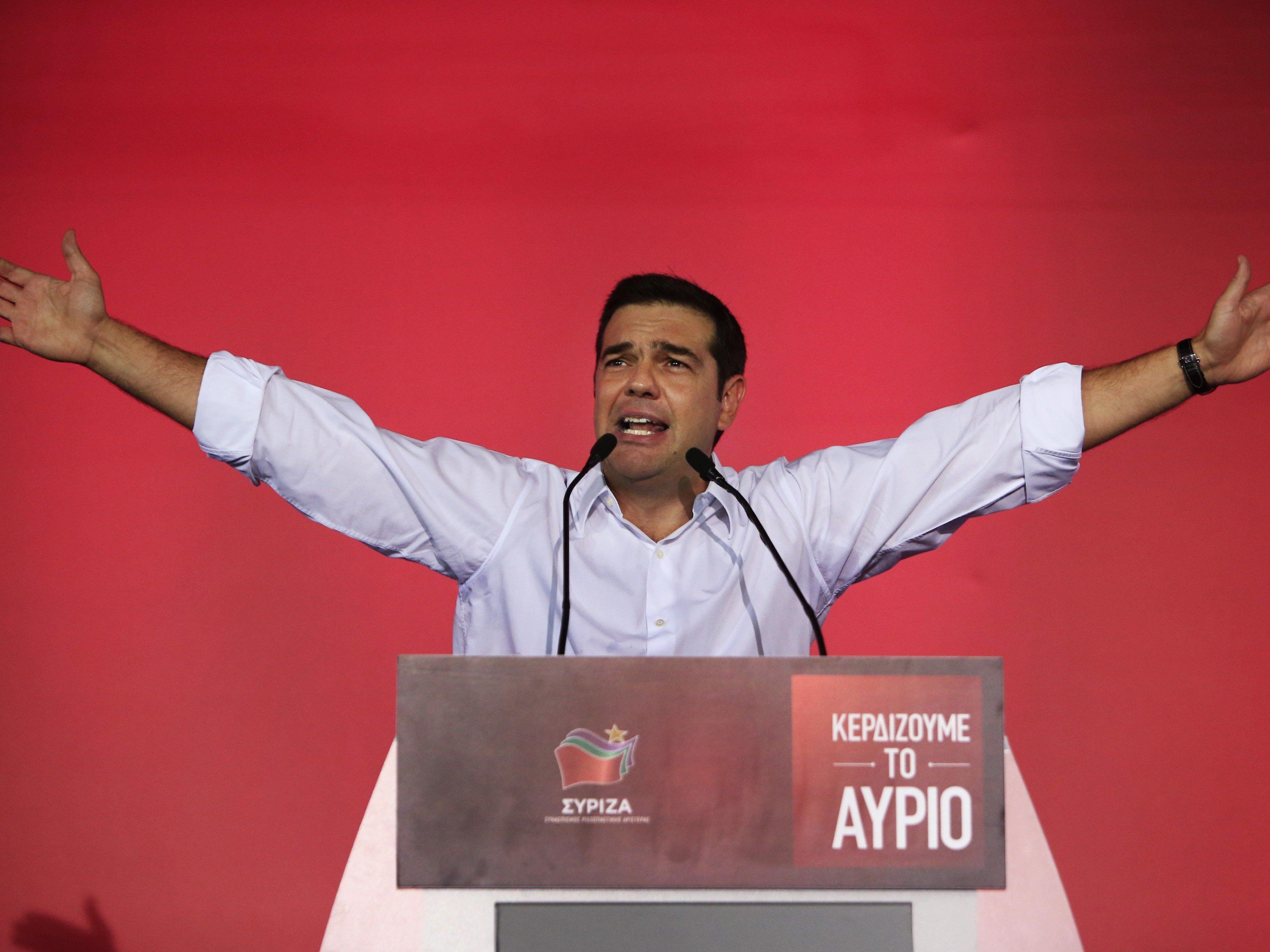 Die ersten Exit Polls sehen Alexis Tsipras knapp, aber doch vorne.