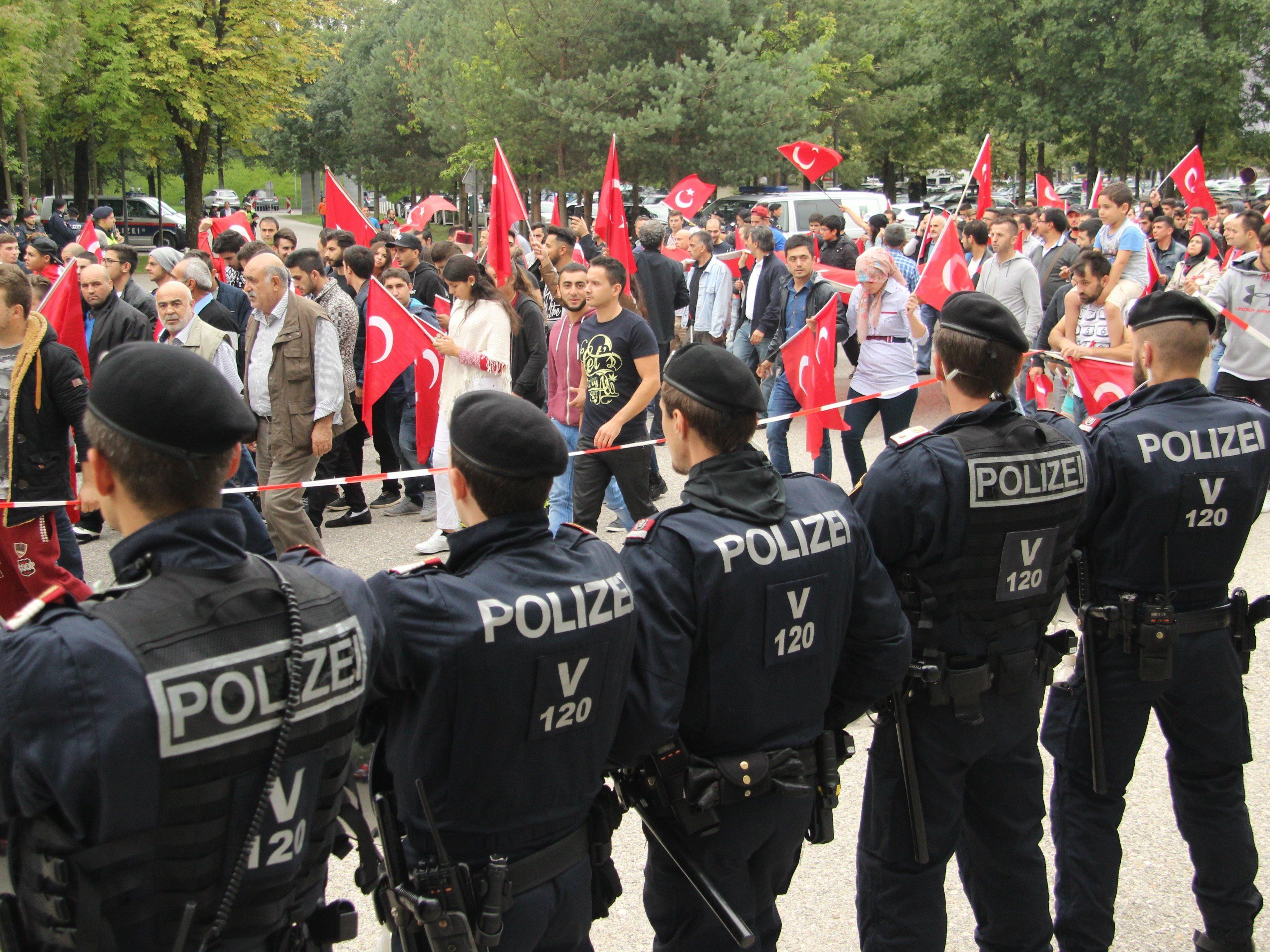 Pro-Türkei-Demo in Bregenz verlief mit rund 2.000 Teilnehmern ruhig