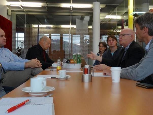 """Das erste Treffen für """"Vorarlberg hilft"""" dauerte lange. Es gab zahlreiche Angebote zu besprechen."""