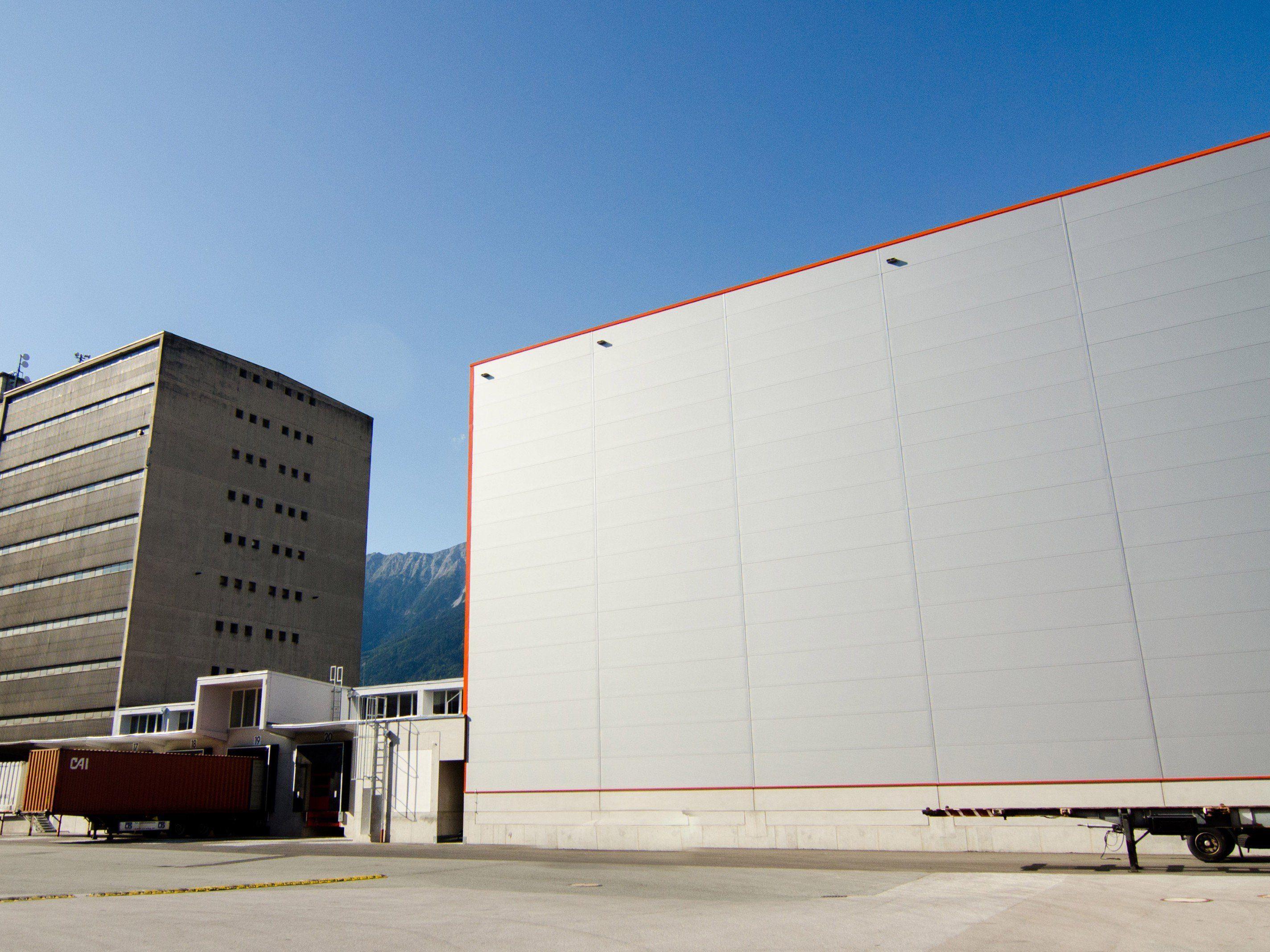 Logistischer Knotenpunkt zwischen Tirol, Deutschland und der Schweiz sowie zwischen Wien und Vorarlberg.
