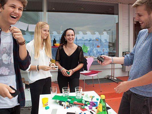Jugendliche aus der Region erarbeiten bei einer Schatzsuche durch die Bregenzer und Bludenzer Innenstadt eine gemeinsame Vision. Neugierige können die jungen Heldenteams unterstützen und dabei tolle Preise gewinnen