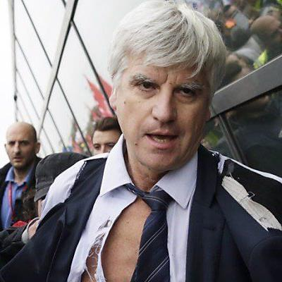 Air-France-Personalvorstand Broseta wurde das Hemd zerrissen