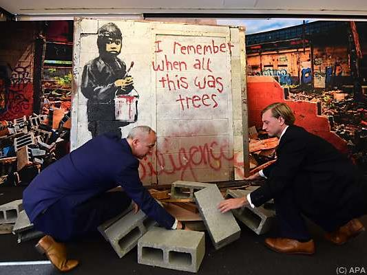 Mauerstück mit Banksy-Graffiti bei Julien's Auctions