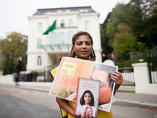 Ensaf Haidar bei einer Solidaritätskundgebung für den Blogger in Wien
