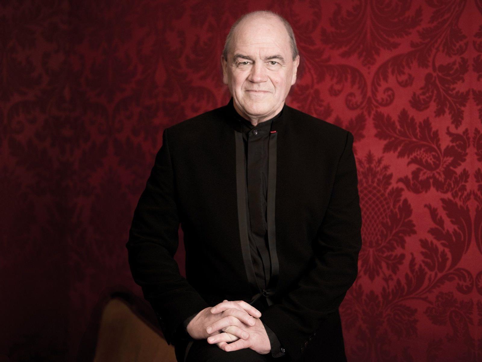 Hans Graf – einer der bedeutendsten Dirigenten der heutigen Zeit – steht zum ersten Mal am Dirigentenpult des Symphonieorchesters.