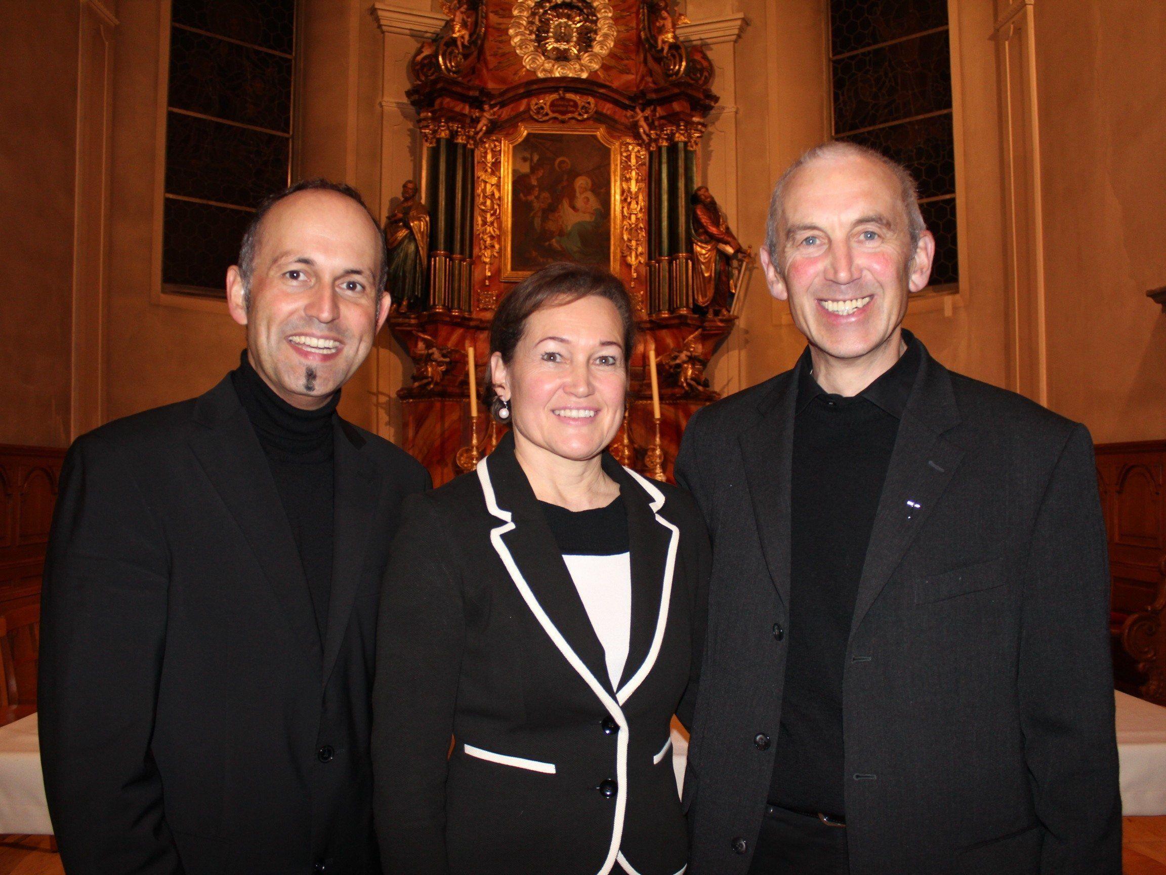 Domkapellmeister Benjamin Lack, Birgit Plankel und Pfarrer Paul Burtscher.