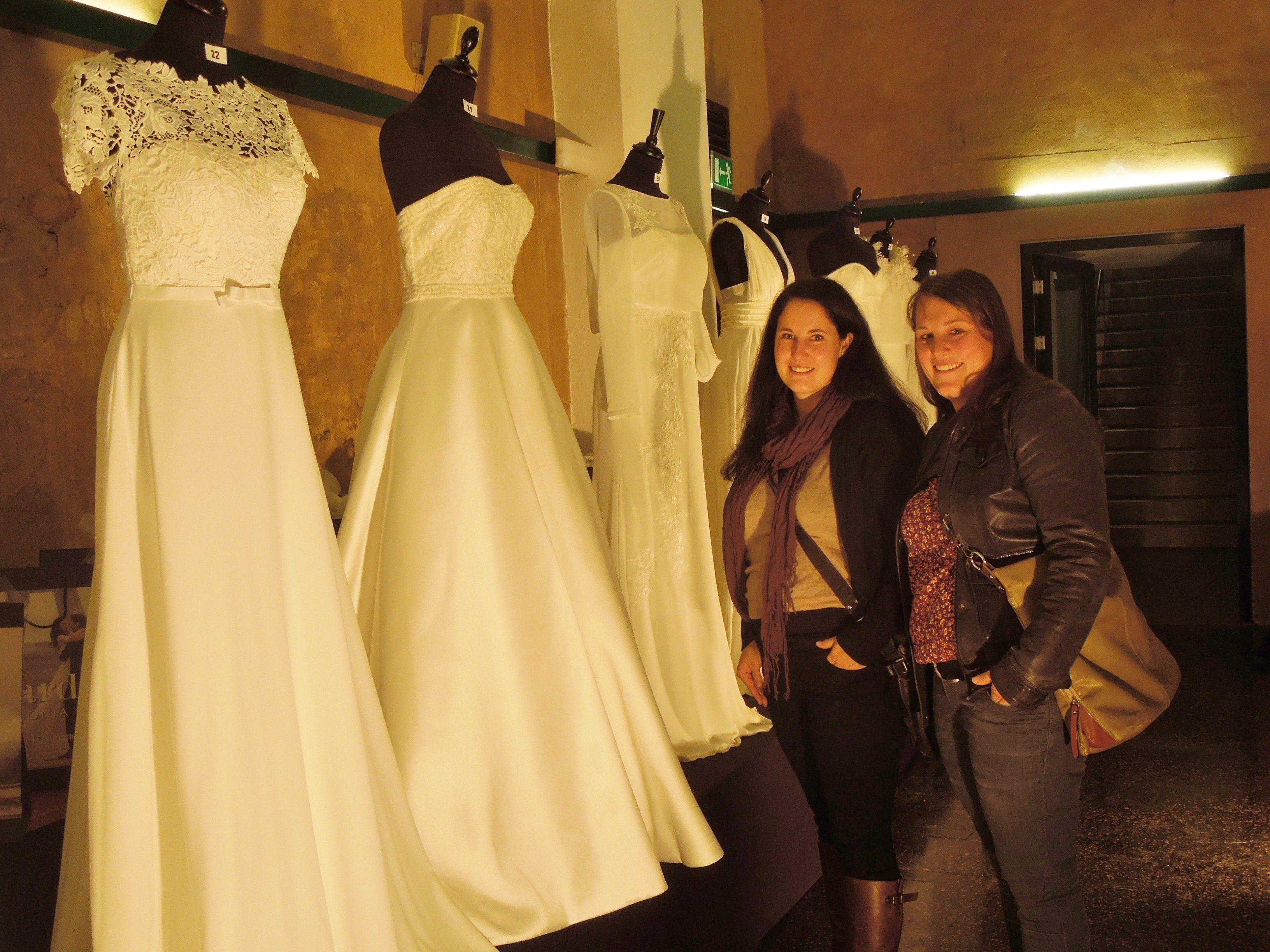 Da werden Mädchenträume wahr - Sabrina und Stefanie ließen sich auf der Lunardi Hochzeitsausstellung inspirieren.