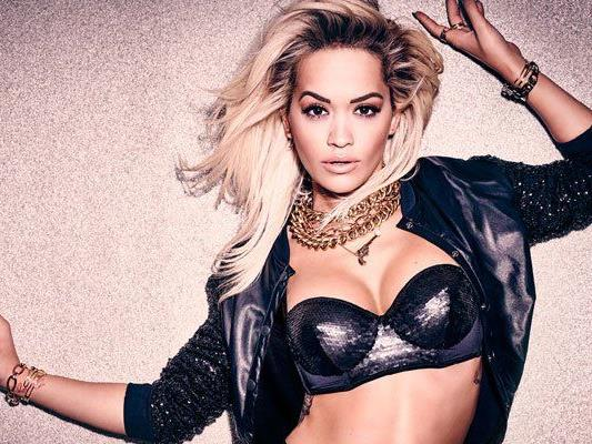 Rita Ora präsentiert die neue Herbst/Winter Kampagne von Tezenis.