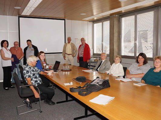 Seniorenbeiratsobmann Hannes Moser mit einigen TeilnehmerInnen bei der Koordinationssitzung.
