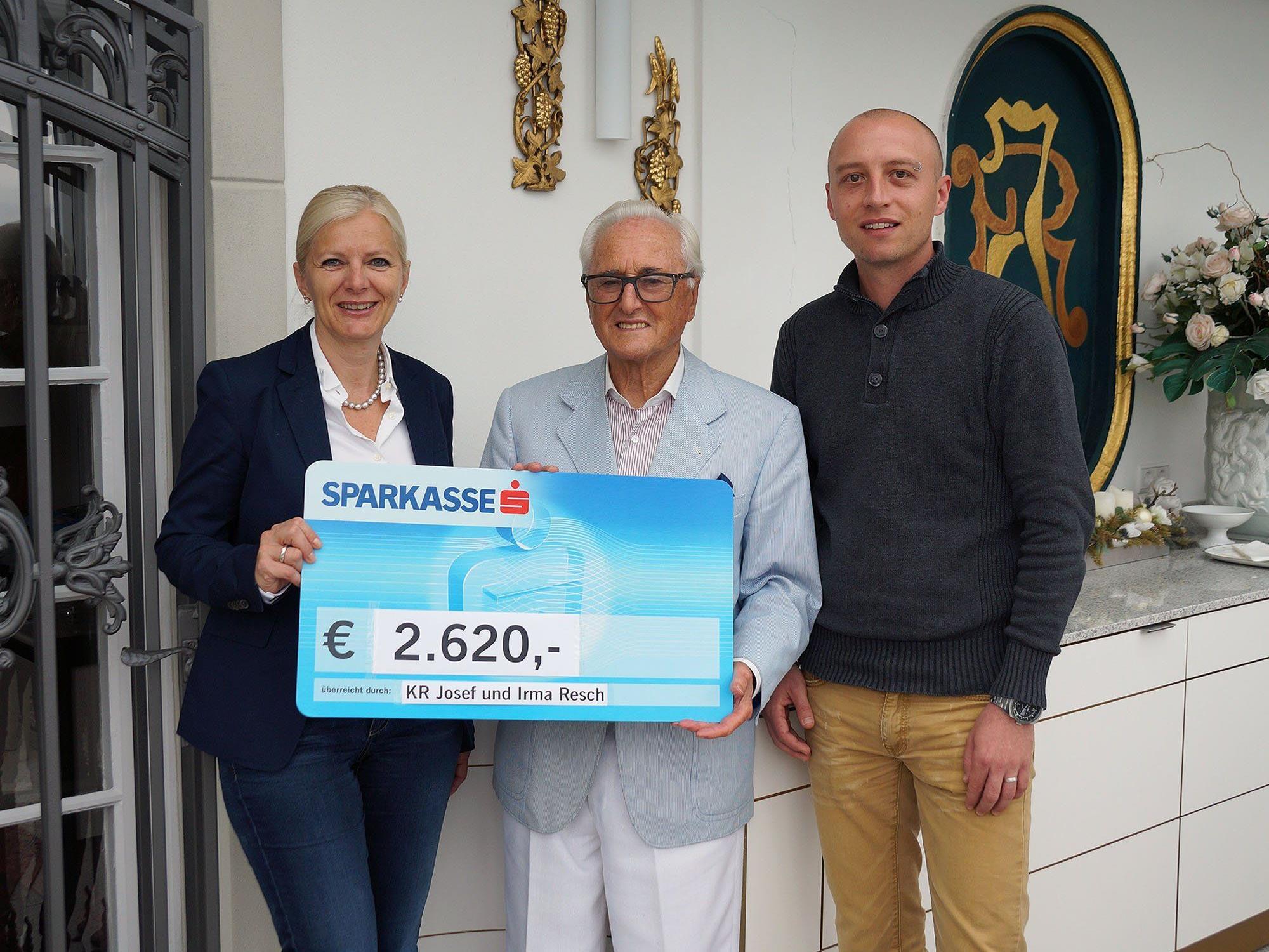 KR Josef Resch (m.) mit Geschäftsführerin Michaela Wagner und Benjamin Meßmer, Leiter der Werkstätte Wolfurt.