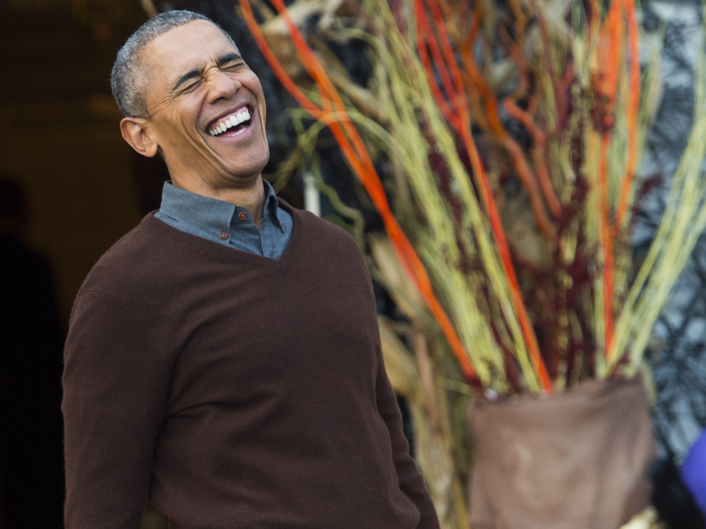Obamas verteilten Süßigkeiten an verkleidete Kinder.