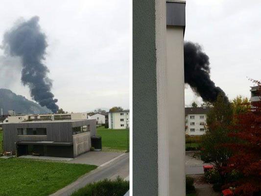 Schwarze Rauchsäule über dem Wallenmahd.