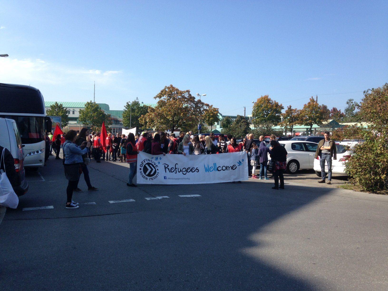 """Demo in Bregenz gegen die """"rassistische Asylpolitik der Regierung""""."""