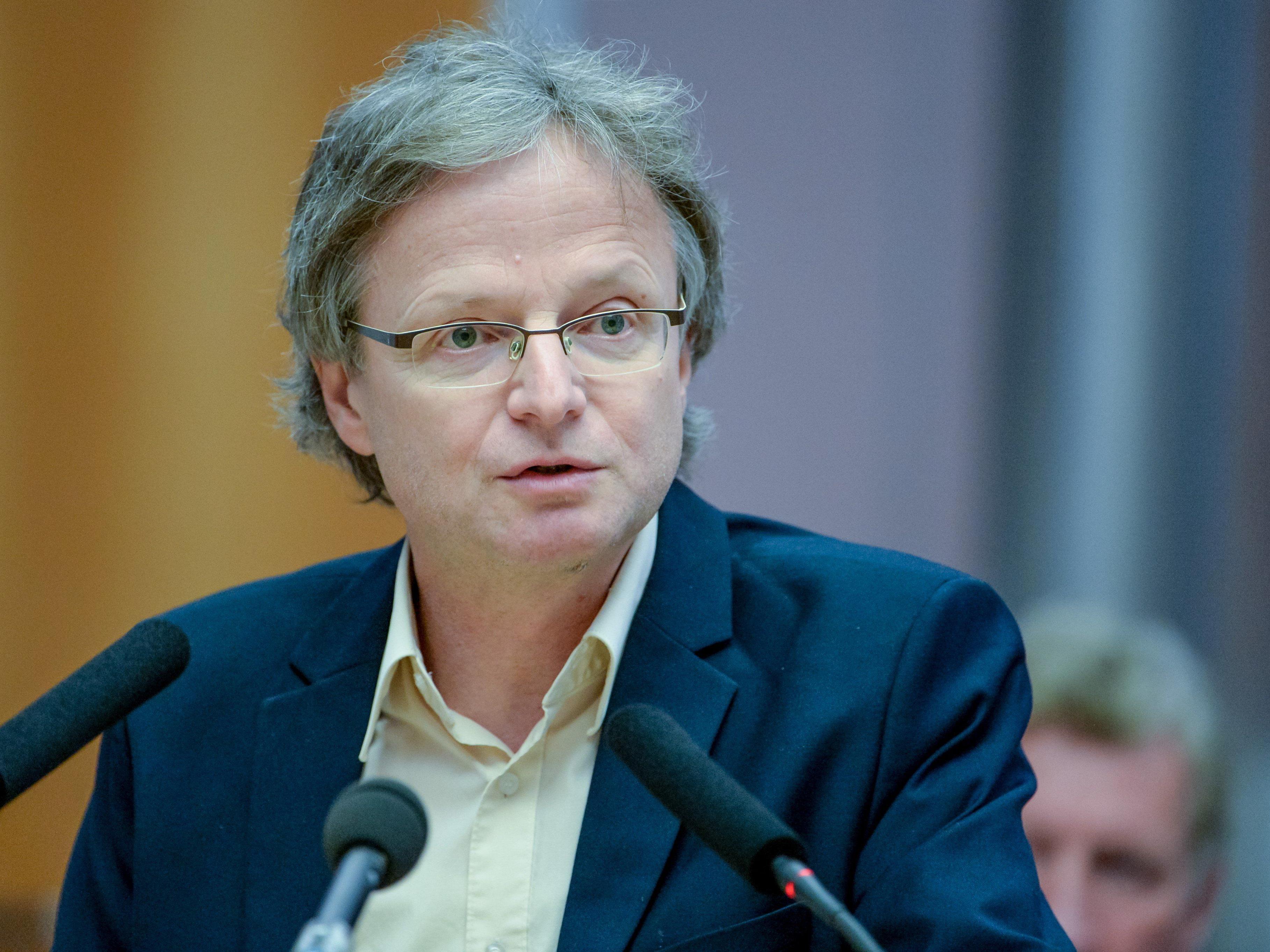 Adi Gross findet kritische Worte für den Umgang mit der Flüchtlingssituation.