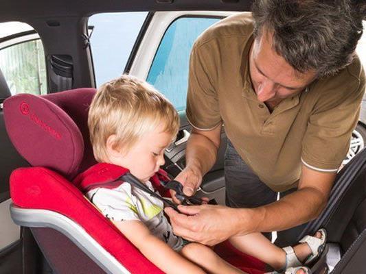 Grundsätzlich gilt: Wer einen Kindersitz braucht, sollte unbedingt das Kind zum Kauf mitnehmen.