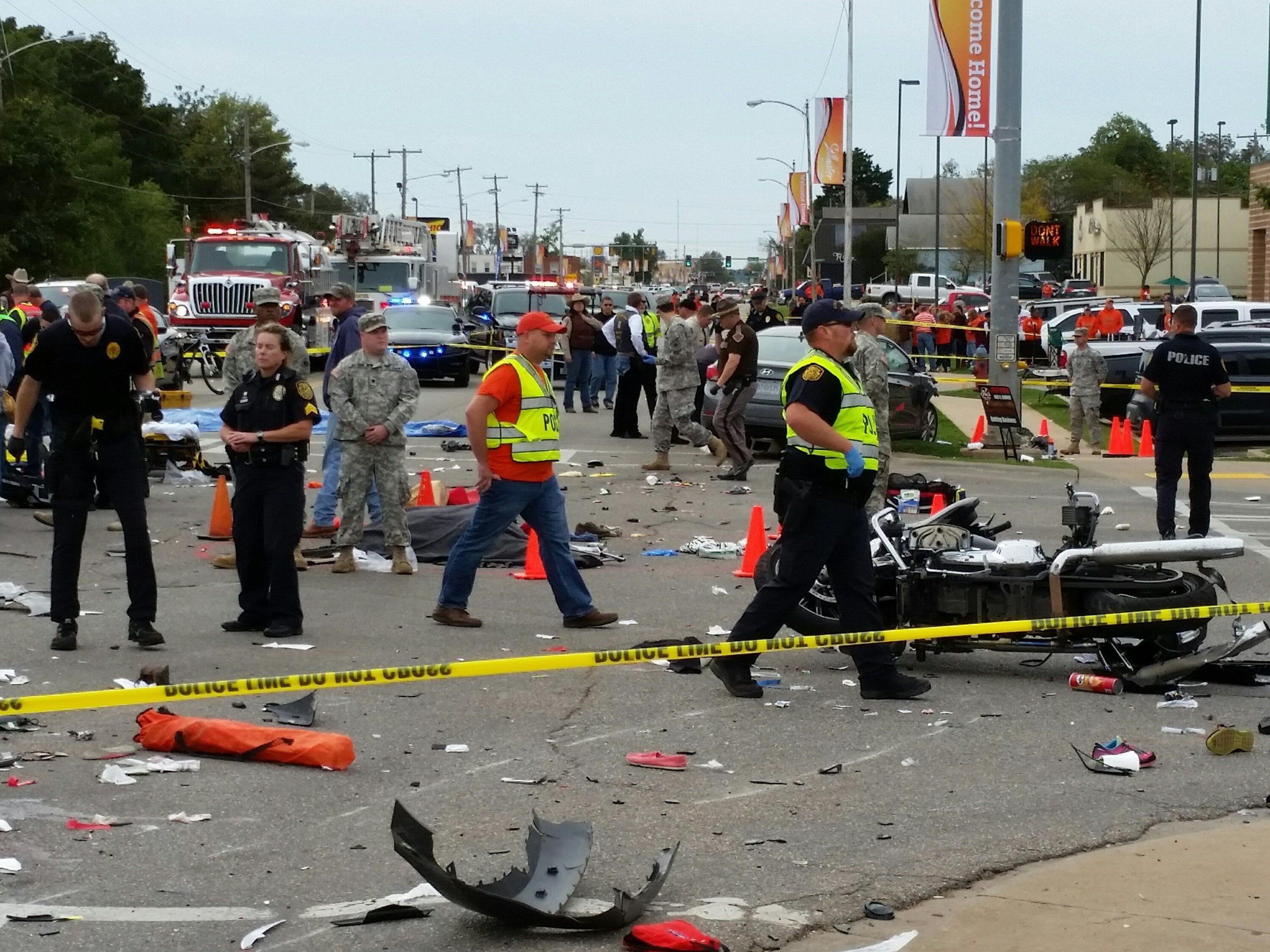 Auto rast in Zuschauermenge: Tote bei Parade in Oklahoma