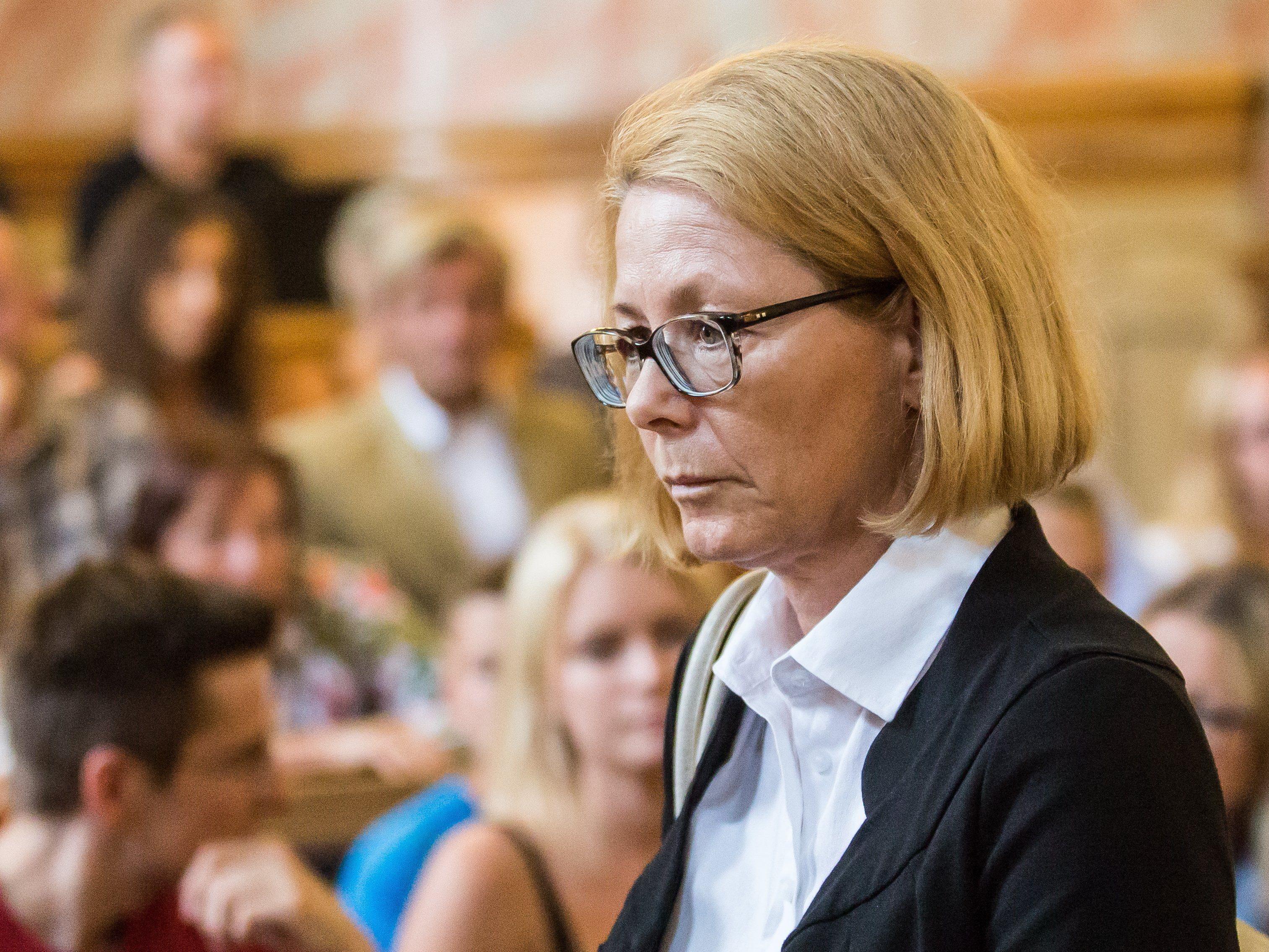 Mehr als zwölf Monate würden für suspendierte Richterin Verlust des Richteramtes bedeuten.