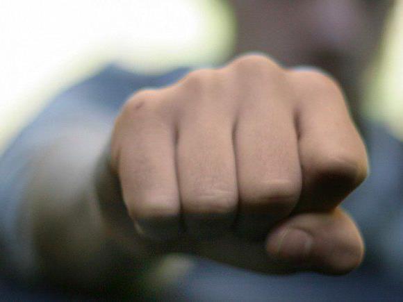Unter Androhung von Gewalt händigte der Mann sein Handy aus.