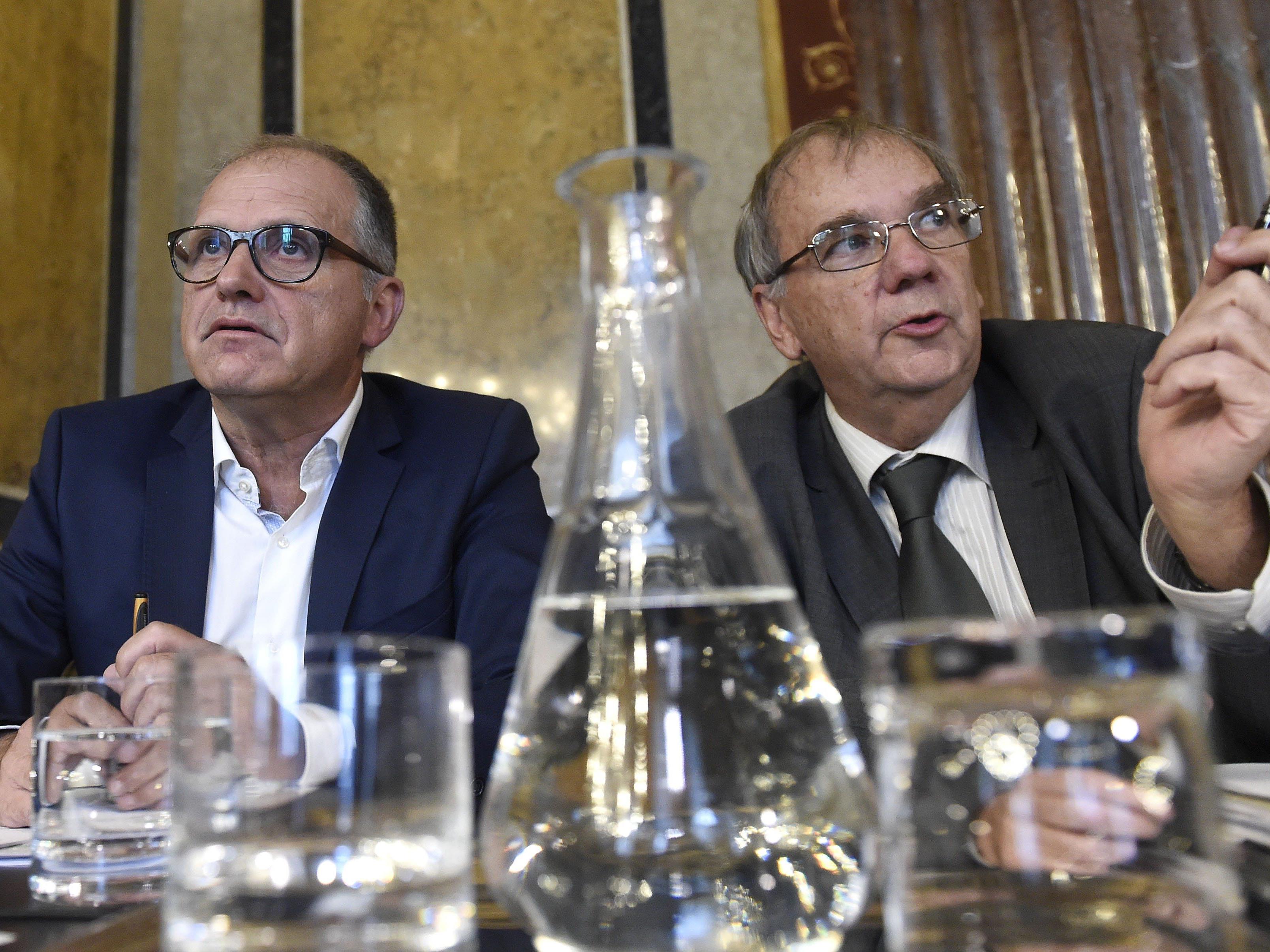 Ex-Innenminister Strasser und Verfahrensanwalt Binder am Donnerstag anl. einer Sitzung des Hypo-U-Ausschusses im Parlament in Wien.