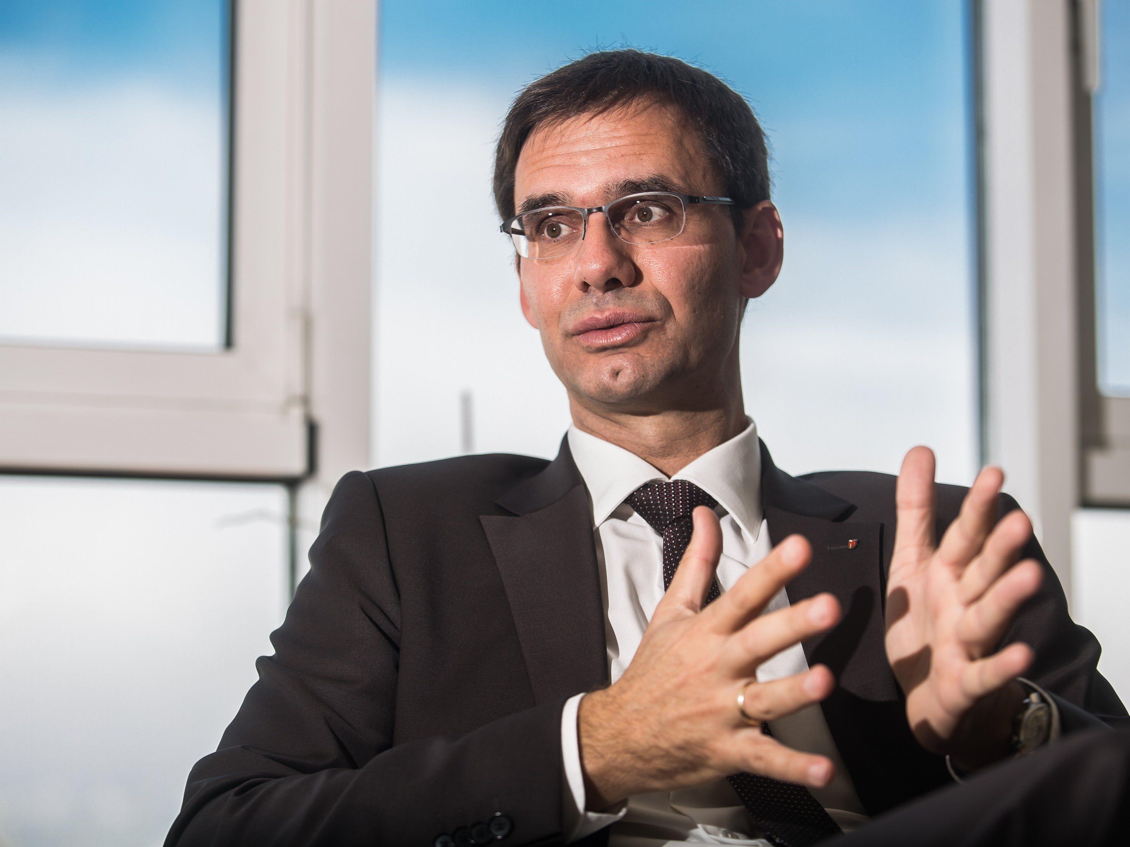 Wallner: Vorarlberg erfüllt per 1. Oktober 2015 Quote zu 100 Prozent.