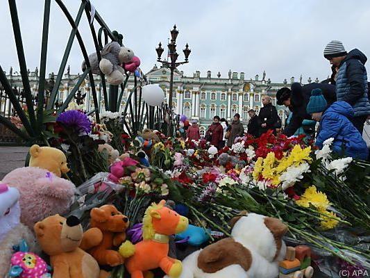 Gedenken an die Absturz-Opfer in St. Petersburg