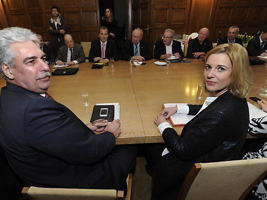 Schelling und Steßl vor Beginn der Verhandlungen