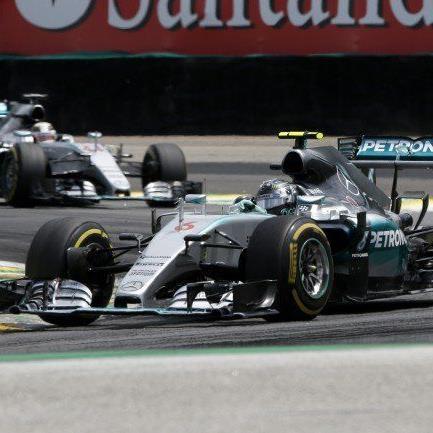 Nico Rosberg setzte sich vor Teamkollege Lewis Hamilton durch.