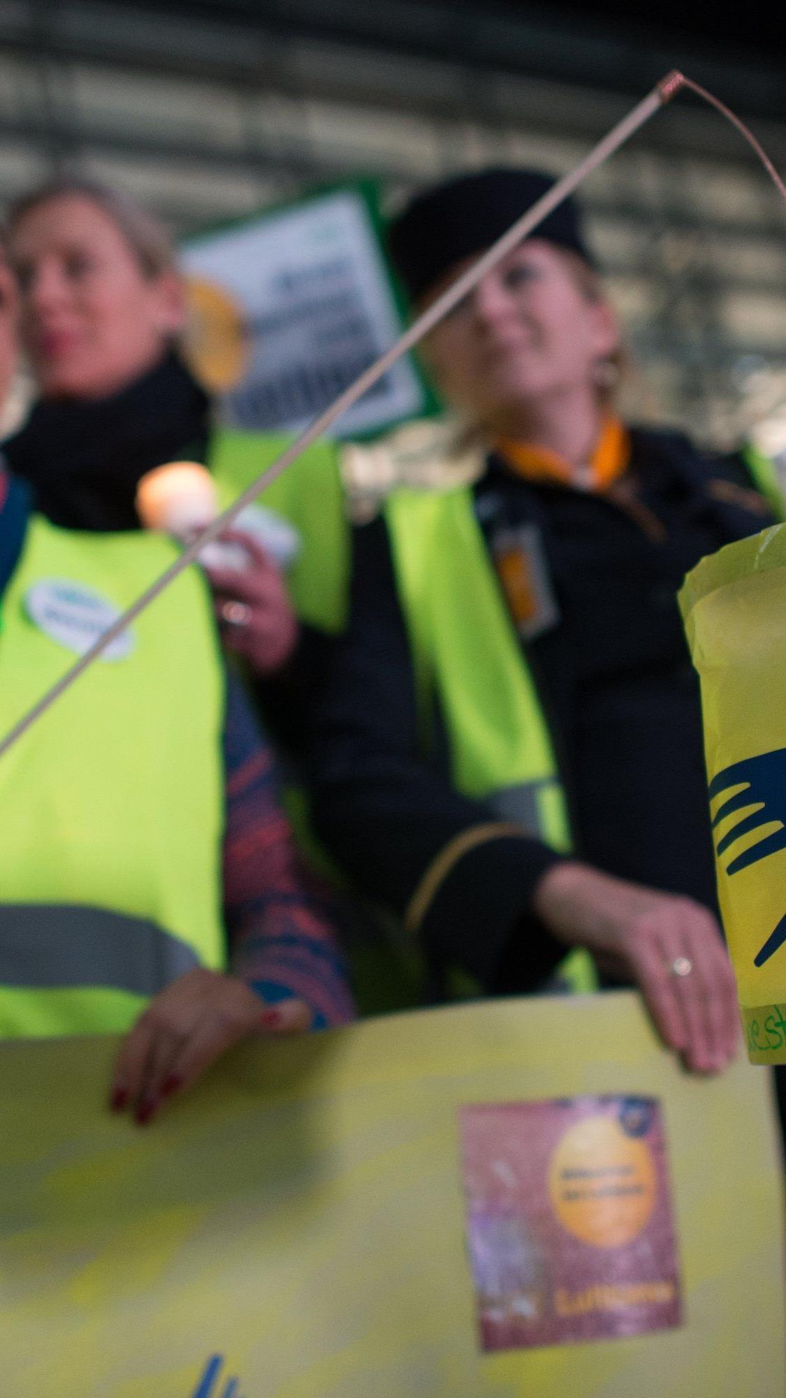 Arbeitsgericht Düsseldorf untersagte Lufthansa-Flugbegleitern Streik.