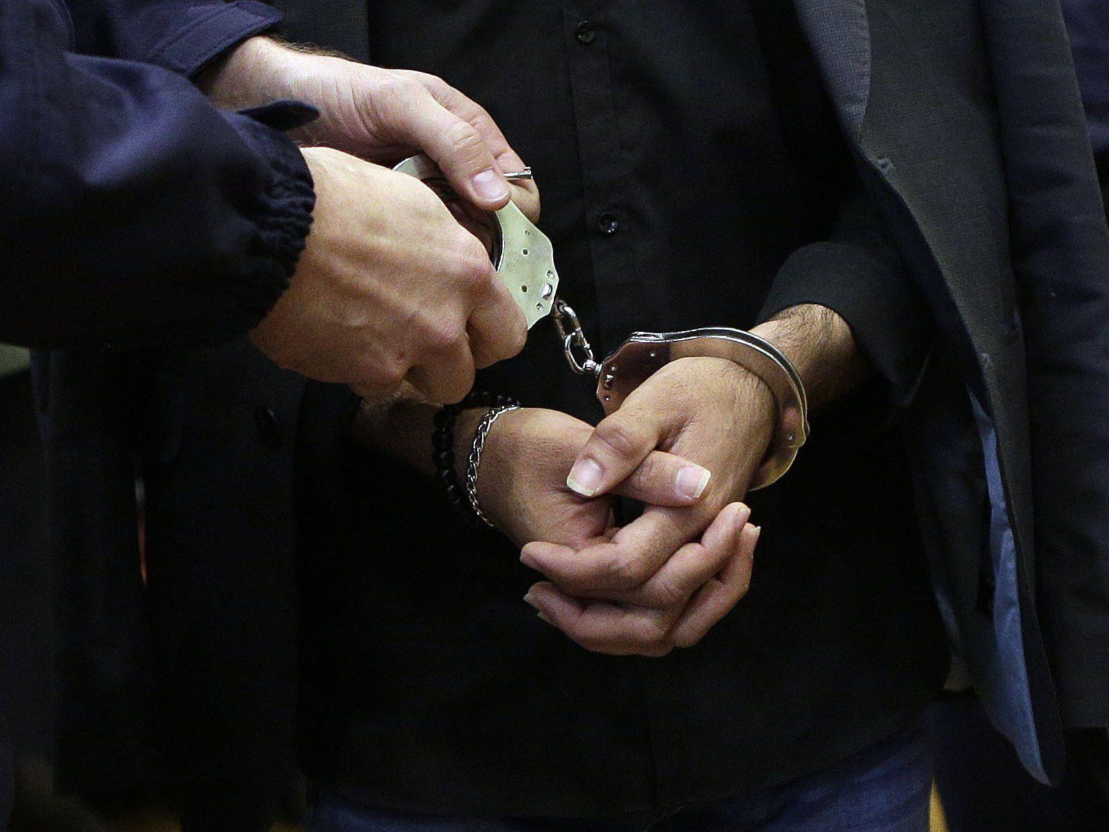Die Polizei nahm den Verdächtigen an Ort und Stelle fest.
