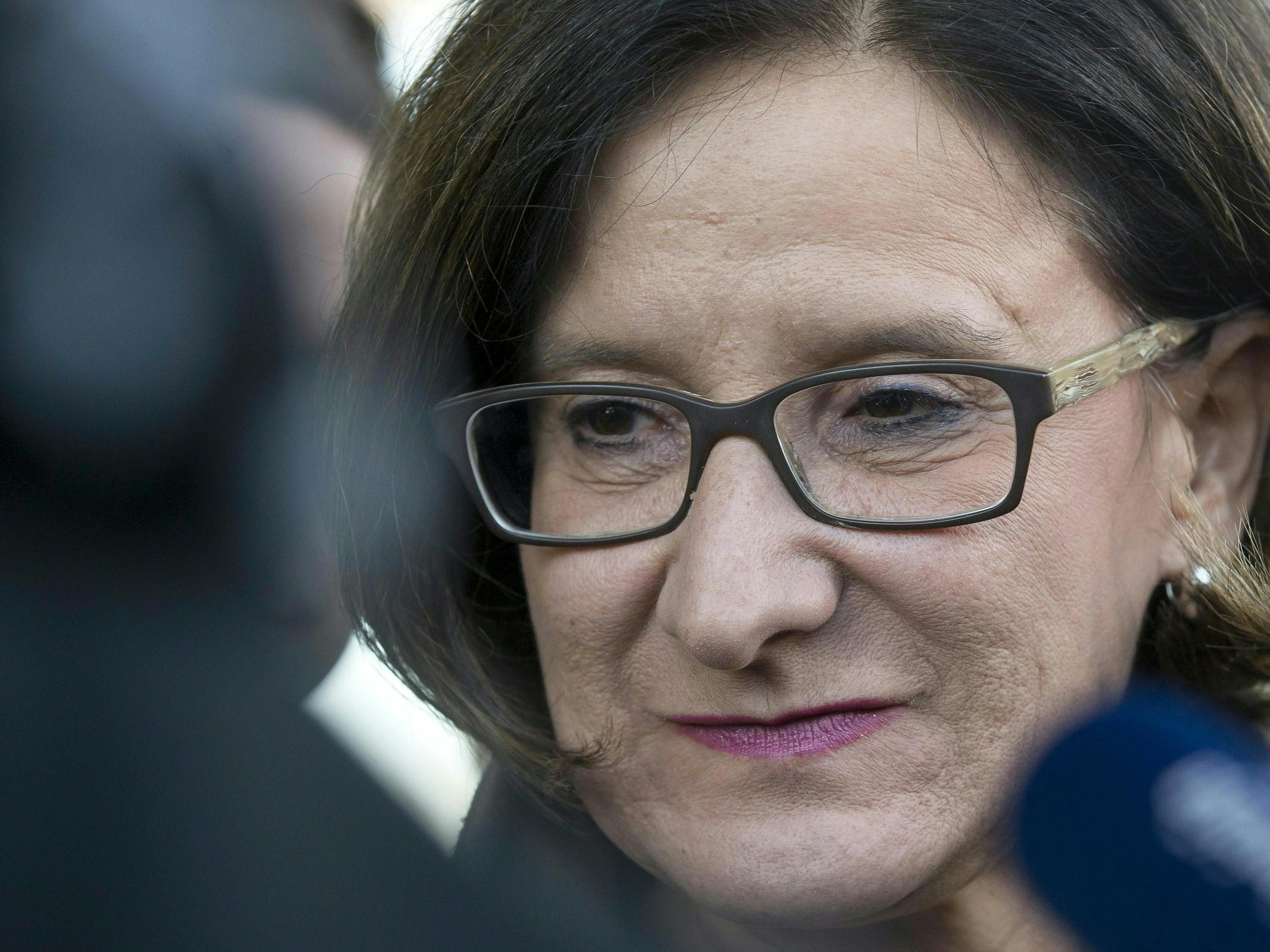Johanna Mikl-Leitner steht den VN Rede und Antwort.
