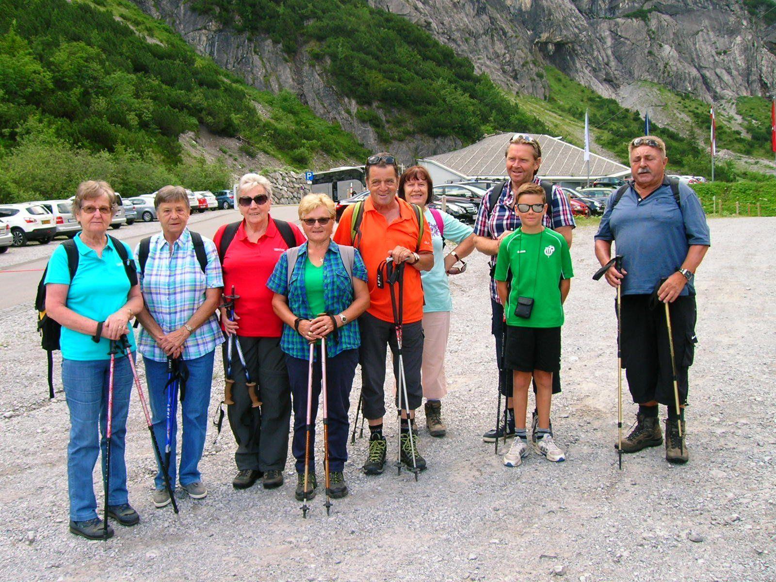 In der Gruppe ist das Wandern immer lustig.