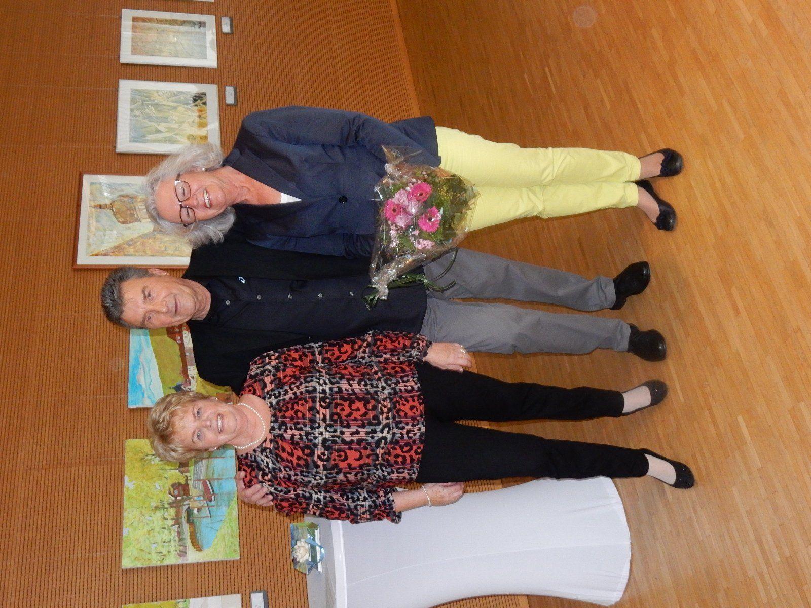 Künstler Erhard Kirschner mit Ehefrau (li) und StR/in Elisabeth Mathis (re)