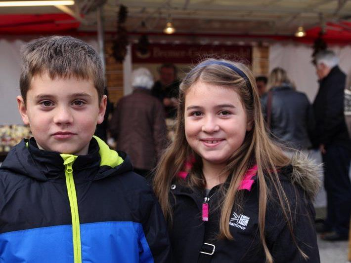 David und Chiara Scherrer genossen die tolle Stimmung beim Frastanzer Herbstmarkt.