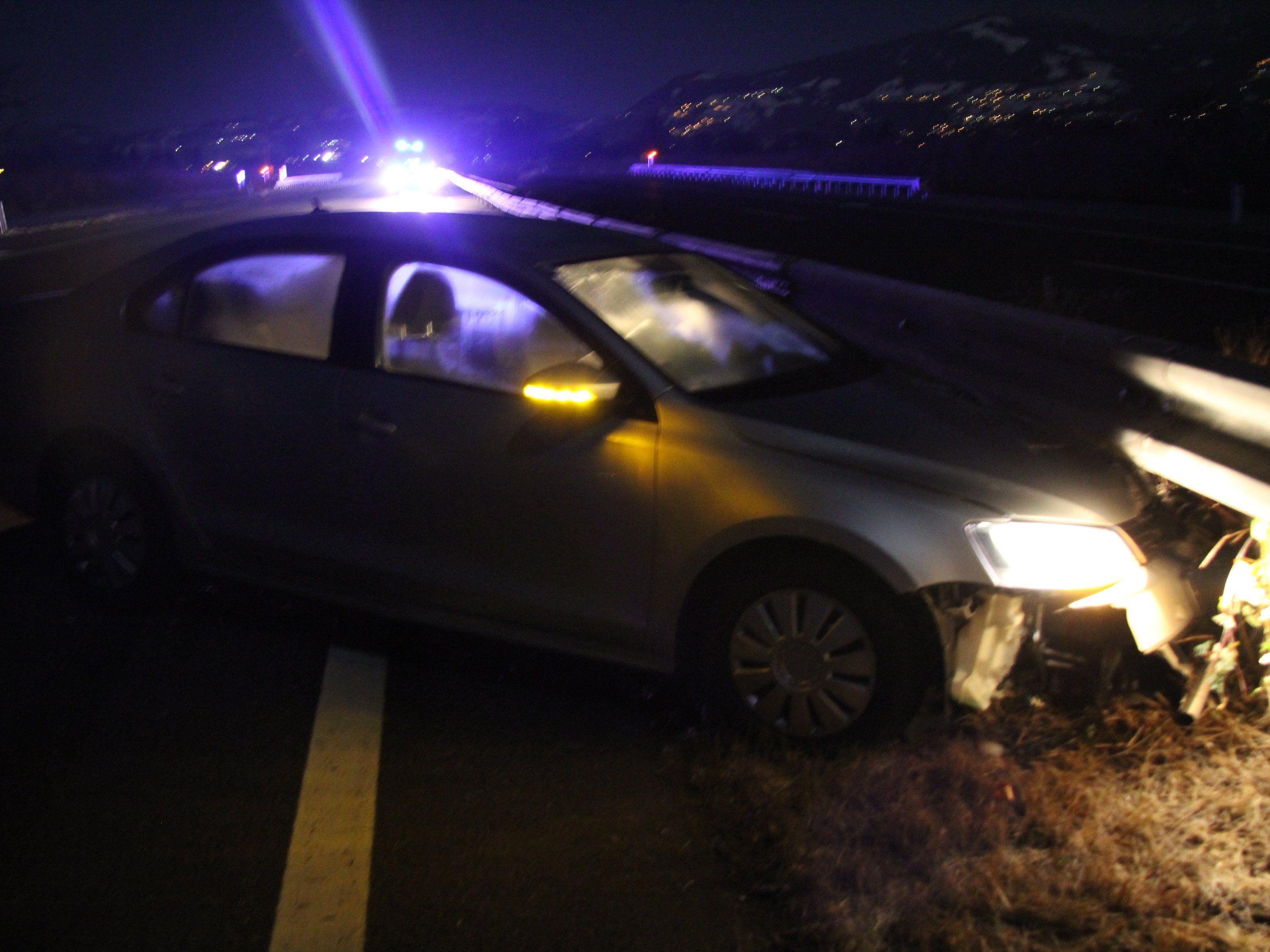 Unfall mit drei Fahrzeugen auf der A14.