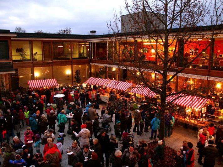 Der Innenhof des Haus Nofels ist optimal geeignet für die Durchführung zahlreicher Veranstaltungen - wie vergangenes Wochenende dem Nofler Advent-Märktle