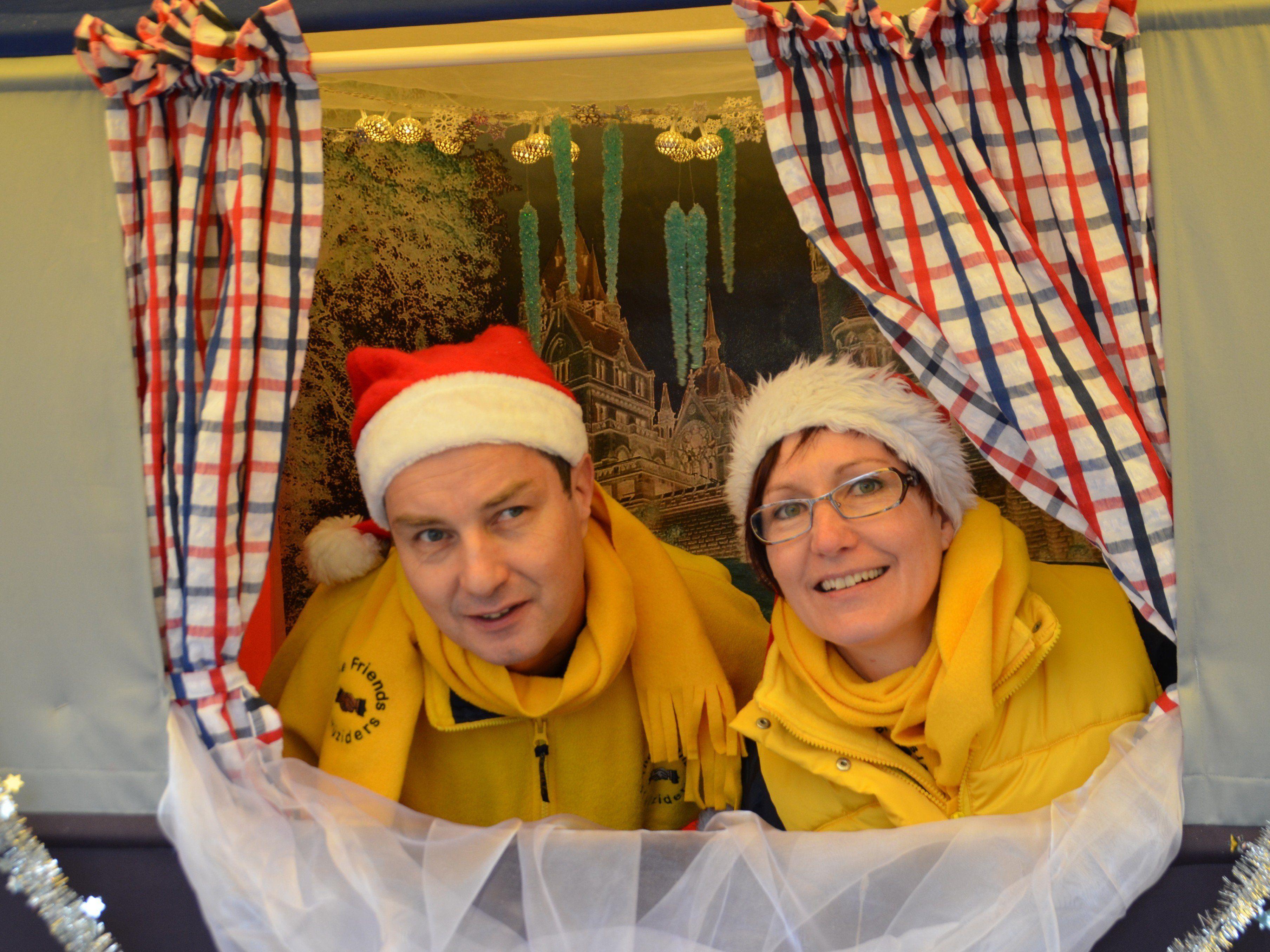 Kindertheater -  Weihnachtsgeschichten in der Bibliothek - Nikloaus bringt Geschenke....
