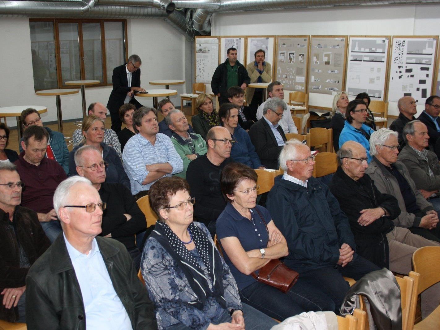 """Zahlreiche Informationsrunden in den Gemeindegremien samt einer öffentlichen Präsentation für die interessierten Gemeindebürger begleiteten den bisherigen Weg zum neu geplanten """"Gemeinschaftshaus""""."""