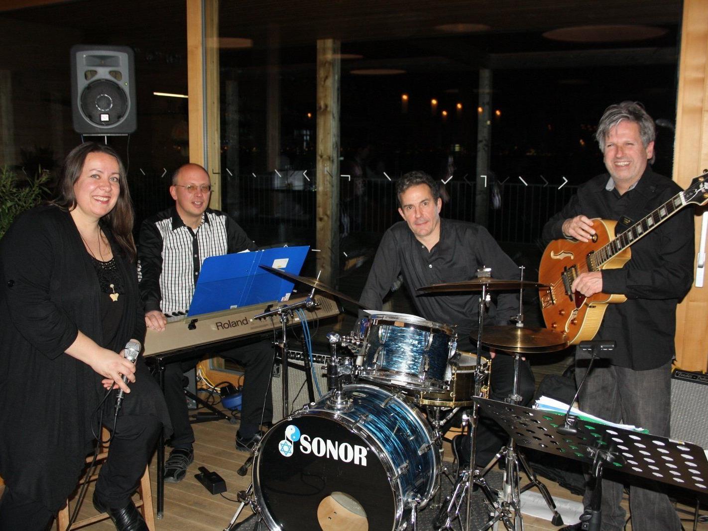 """""""Secondline"""" mit Sabine Raidt, Klaus Raidt, Pit Martinelli und Markus Holzmaier bei """"Jazz am See"""" am Lochauer Kaiserstrand."""