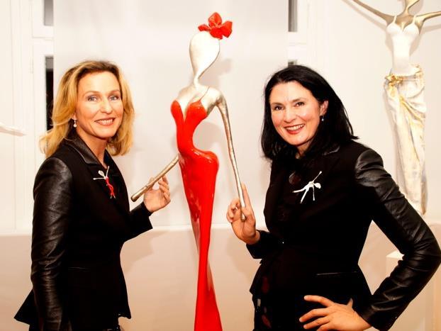 Franziska und Mercedes Welte bei der NONOS Ausstellungs- und Atelier-Eröffnung in Altach.