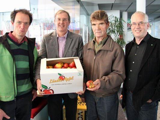 Martin Winder (Winder Beeren), Jens Blum, Rudolf Vollmar (beide Obstbau Höchst) und Ulrich Höfert (Landwirtschaftskammer) sind als Botschafter des Ländle-Apfels unterwegs.