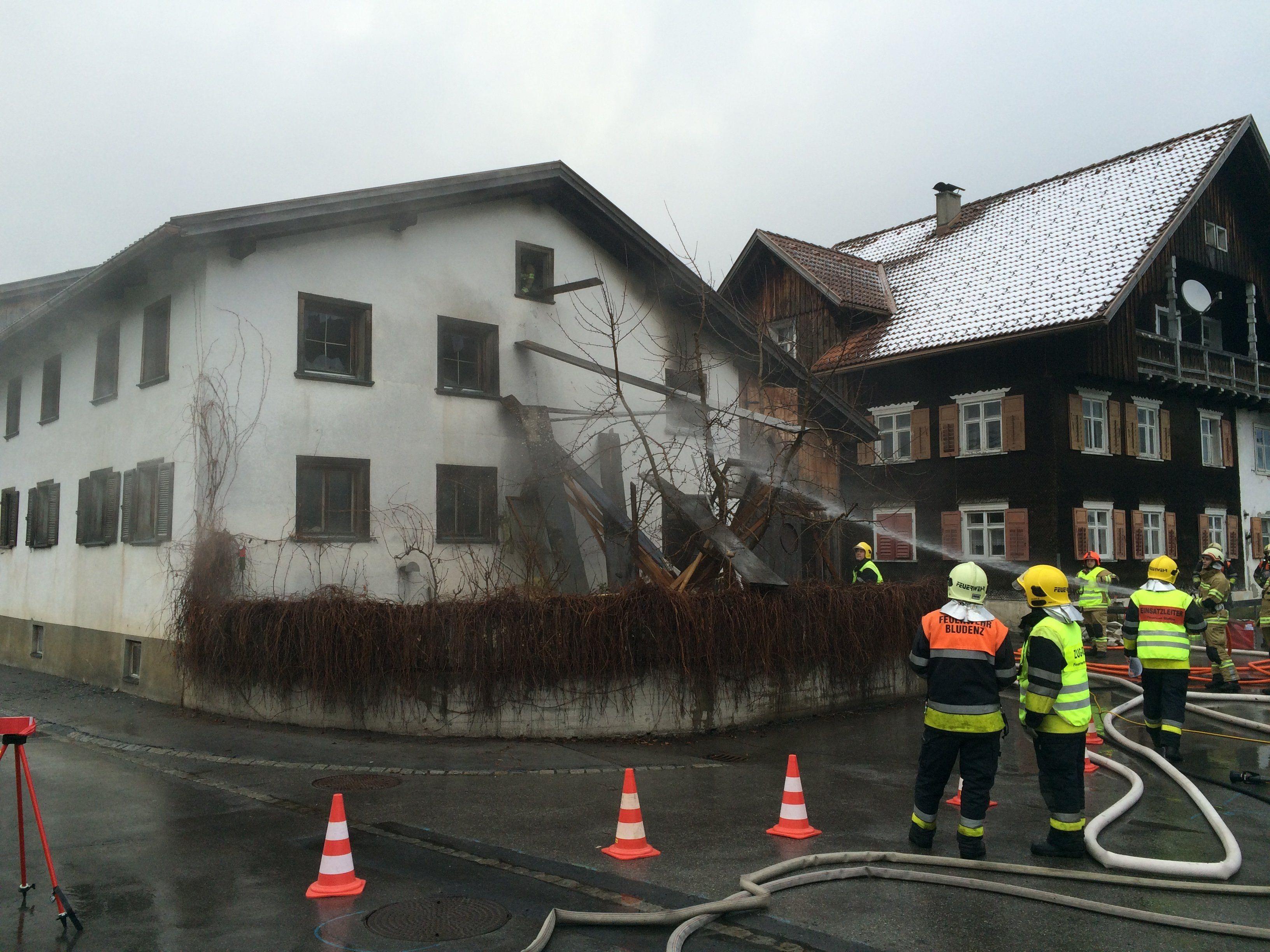 Ein Bauernhaus in Bludenz hat am Donnerstagmorgen Feuer gefangen.