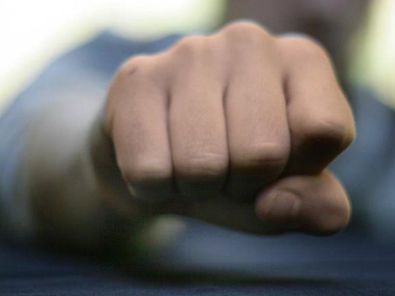 25-Jähriger erlitt Nasenbeinbruch und wurde zu sechs Monaten Gefängnis verurteilt.