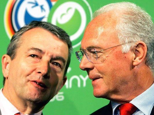Niersbach (l.) und Beckenbauer im Zwielicht. (Archivbild 2006)