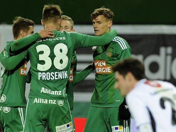 Nach dem 1:0 durch Stefan Stangl (Rapid/r.)