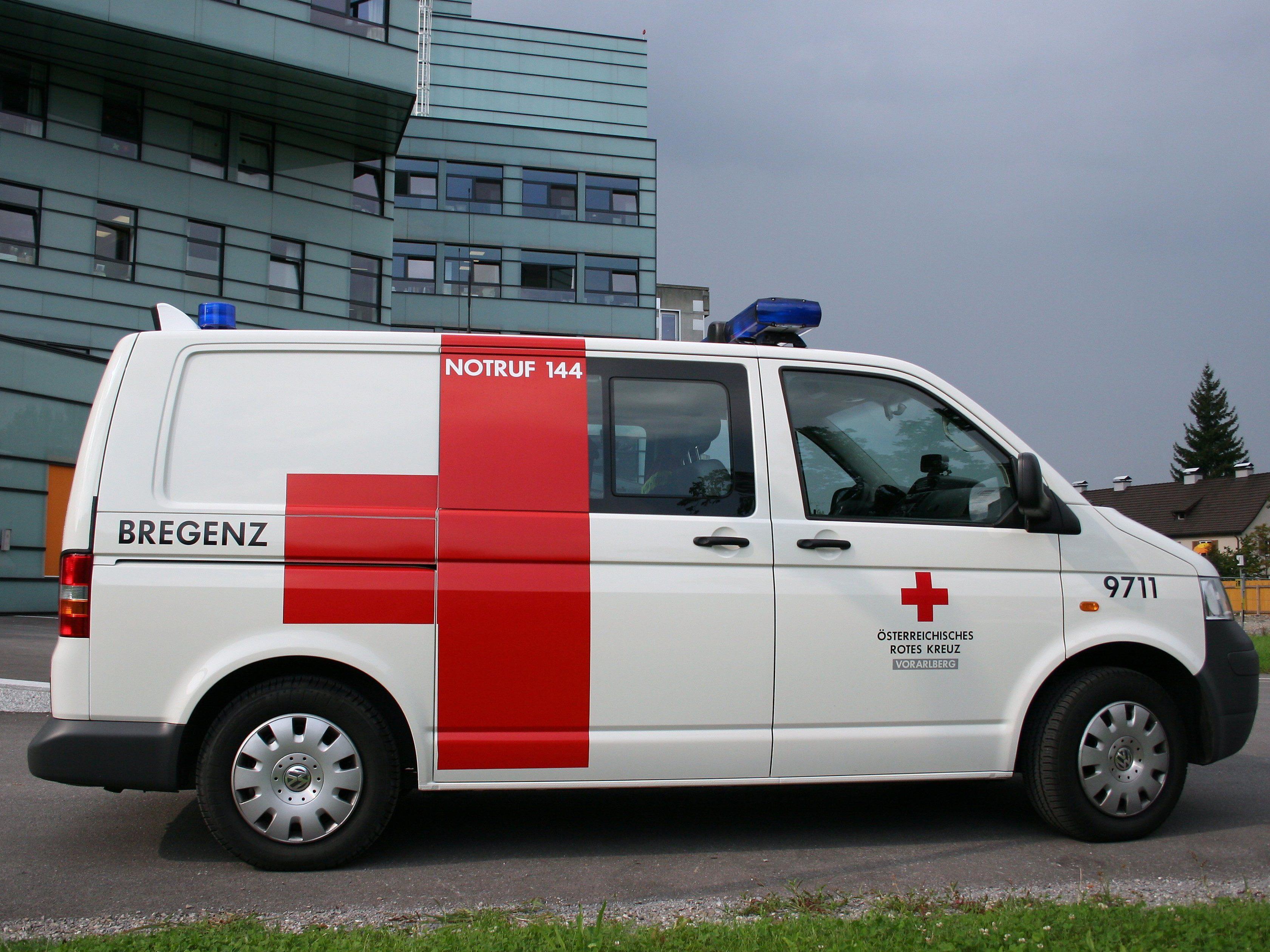 Autofahrer übersieht Radfahrer - schwer verletzt ins Lkh eingeliefert.