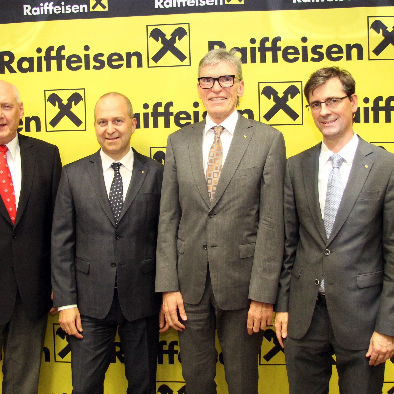 AR-Vorsitzender Dr. Walter Hörburger mit dem per 01.05.2016 designierten Vorstand der RLB Vorarlberg: Mag. Dr. Jürgen Kessler (Vst.Vors.Stv.), Betriebsökonom Wilfried Hopfner (Vst.Vorsitzender), Mag. Michael Alge (Vst.Vors.Stv.) (v. l.)