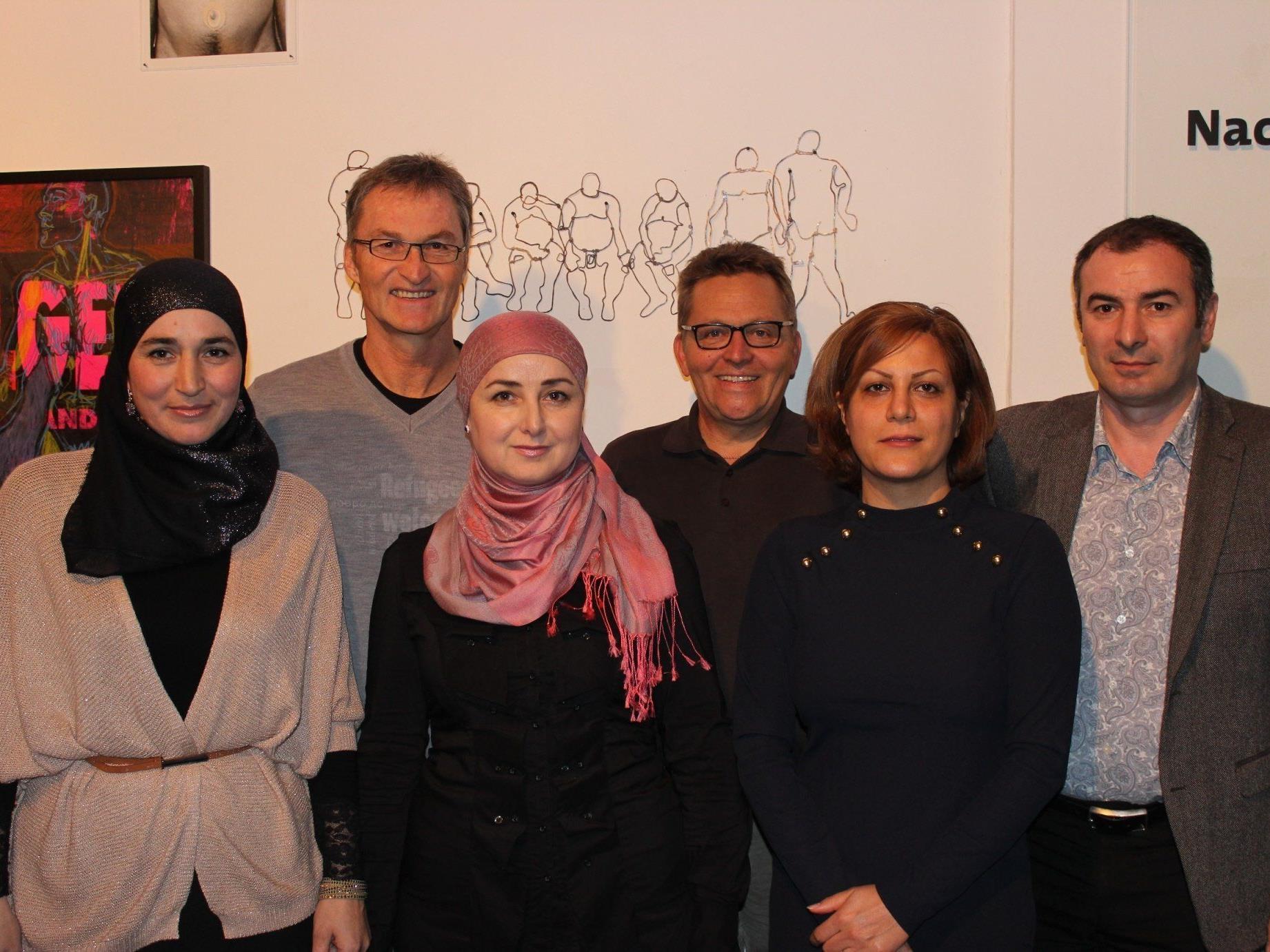 Peter Mennel und Augustin Jagg mit Mitgliedern des Vereins VINDEX
